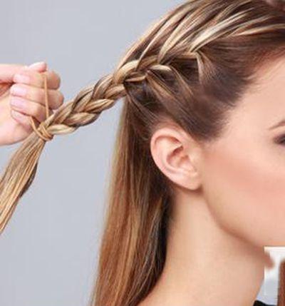 发型diy 丸子头 >> 中长直发如何扎丸子头 齐刘海中长直发丸子头扎法图片