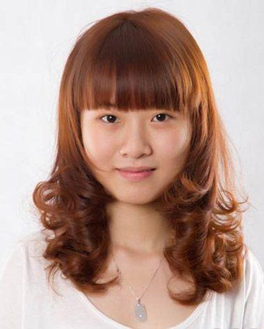 大圆脸适合的发型图片 大圆脸齐刘海长发烫发发型图片