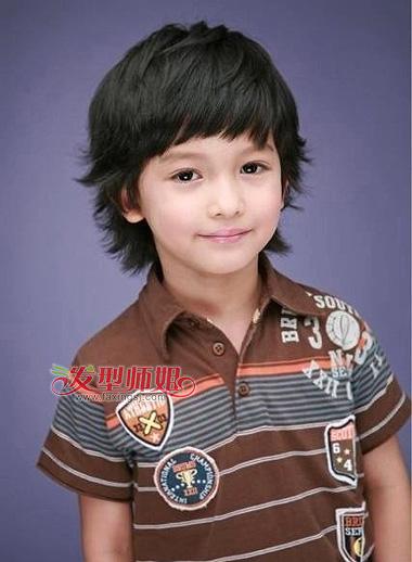 小男孩斜刘海中短发-小男孩斜刘海发型 帅气儿童斜刘海发型