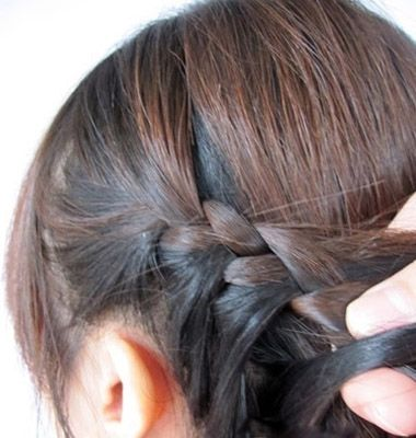 好看的儿童发型扎发 小女孩编发教程(2)