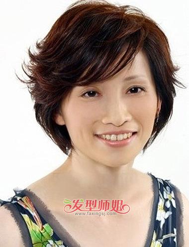 但大脸中年女士在做发型的时候,也需要略微考虑一下短发对脸型的修饰图片