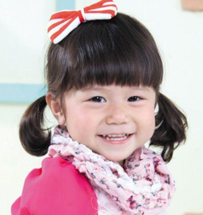 发型设计 儿童发型 >> 小女孩波波头怎么扎简单好看  3岁大的小女孩图片