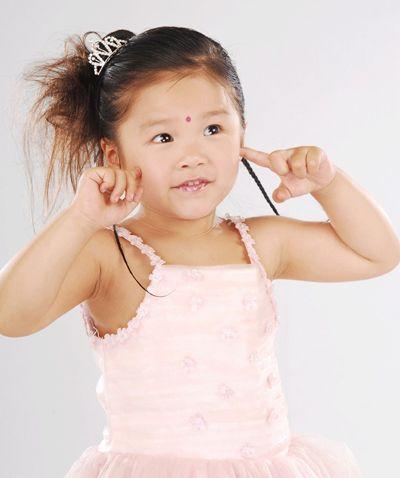 幼儿发型绑扎方法 幼儿发型盘发扎法