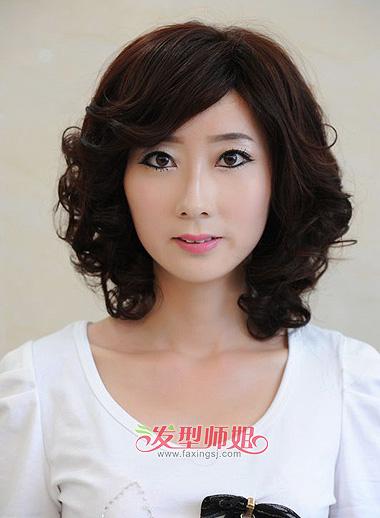 2015中年女中短发烫发发型 适合中年女士的中短发烫发图片