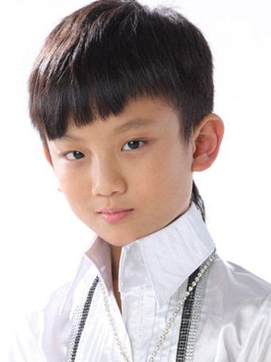 小学生男生斜刘海发型 男生斜刘海发型该怎么剪图片