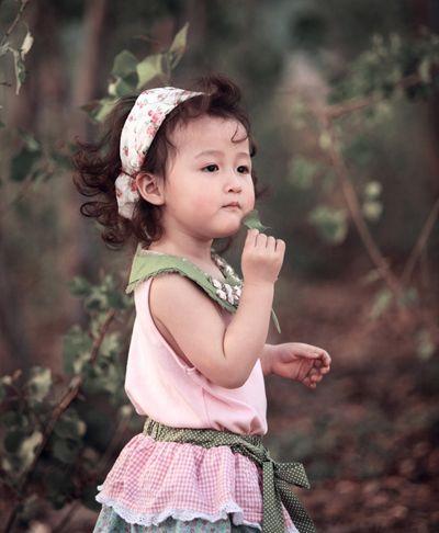 小女童自然卷中短发发带扎发