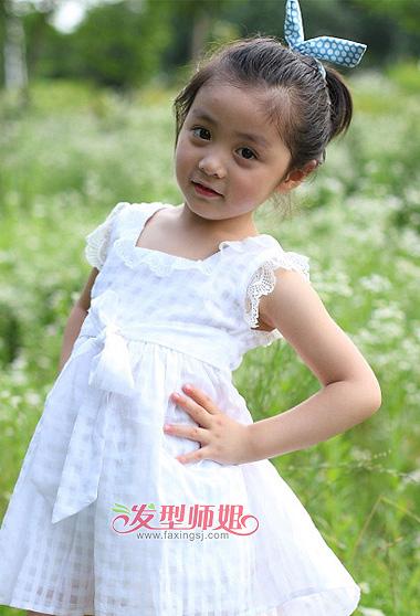 小女孩无刘海可爱短发扎发发型