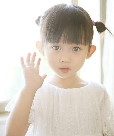 女宝宝齐刘海对称图片