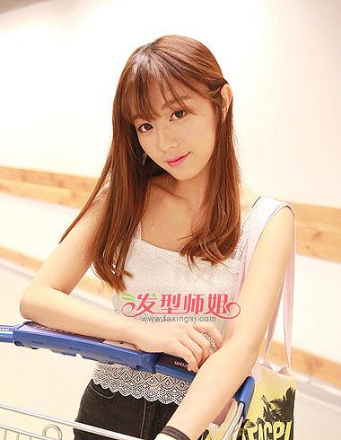 的微微外开设计,空气刘海长发内扣梨花头发型时尚有范儿.