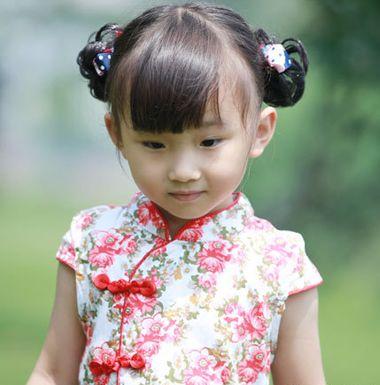 可爱的小女孩更加的适合包包头扎发发型呢.图片