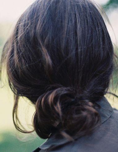 简单盘发(3)  2015-10-19来源:发型师姐编辑:jane 分享到  比较慵懒风