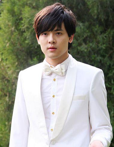 男生啥样的脸型适合斜刘海 脸型胖胖的斜刘海男生图片