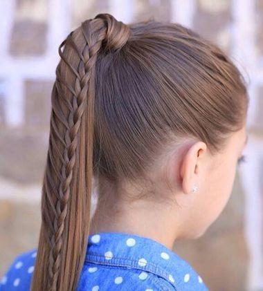 编发步骤:将头发整齐的梳成马尾扎发之后,拉出一缕头发缠绕马尾,剩余图片