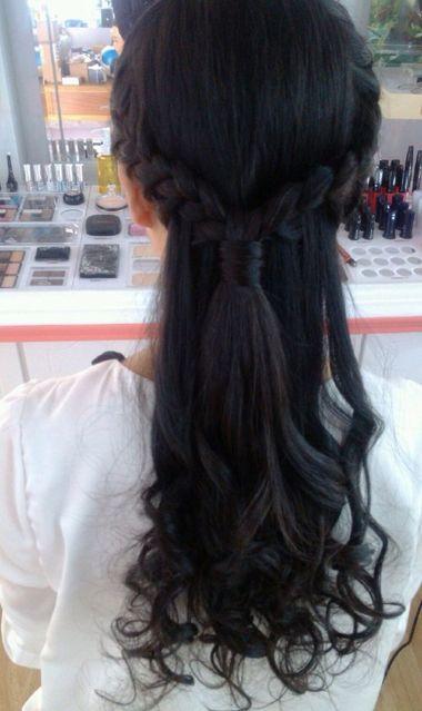 适合怎么编漂亮发型 女童编发发型如何编 发型师姐图片