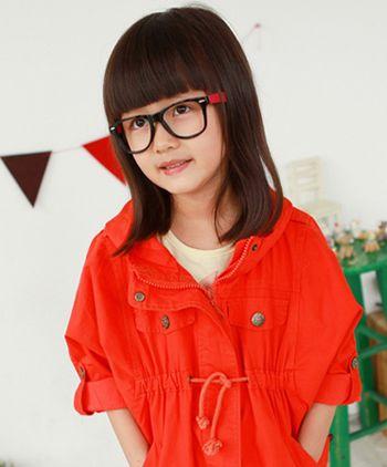 上小学的女孩剪一款齐刘海学生头发型图片