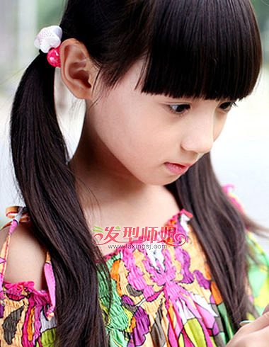 传头发的小学生双扎马尾发型是这样的,齐刘海笔直有型,两边的统化从理小学生打架如何处图片