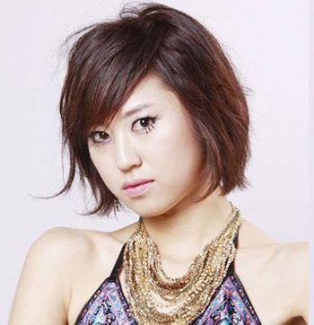 大饼脸斜刘海时尚短发发型图片