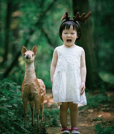 为小女孩剪一款时尚清爽的 短发发型,伴随着小女孩活泼的身姿,更显小