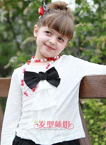 小女孩齐刘海高梳包包头造型图片