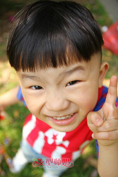小男孩 短发造型也是层出不穷,小编这次给大家带来的儿童 发型设计,是图片