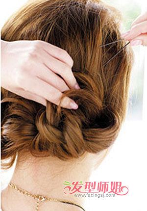 学生包包头的扎法图解 丽人系包包头扎发步骤(2)图片