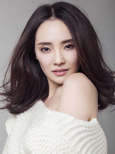 长脸额头低的女生适合的发型 长脸脑门窄适合什么发型