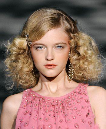 中长发螺旋烫图片 螺旋烫发型适合什么脸型 发型师姐图片