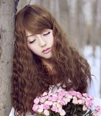 最新时尚小卷发型 漂亮清新的小卷发发型图片(3)图片