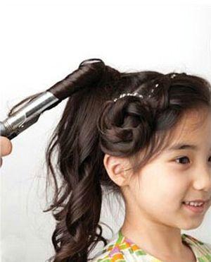清新可爱发型 小女孩可爱发型图解步骤(2)