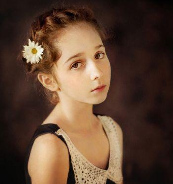 女孩扎辫子可爱发型 小女孩可爱发型绑扎方法图解