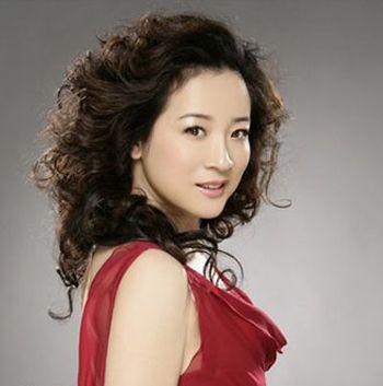 四十岁女人圆脸什么发型好 40岁女人圆脸发型图片(3)图片