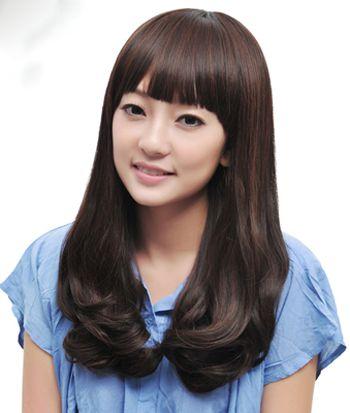 光泽感十足的齐刘海梨花头发型 小巧可爱图片