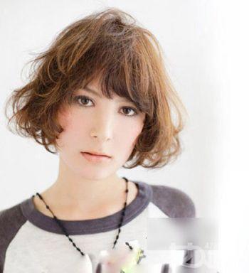 适合超大国字脸的女生短发发型 国字脸女生短头发造型图片