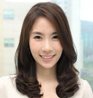 斜刘海中长发发型 女生斜刘海发型大全 发型师姐