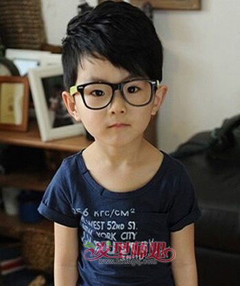 发型设计 儿童发型 >> 3岁小男孩合适什么发型 适合3岁以下小男孩的图片
