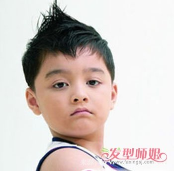 3岁男宝宝圆脸发型 男孩3岁宝宝的时尚发型