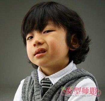 3岁男宝宝圆脸发型 男孩3岁宝宝的时尚发型(2)