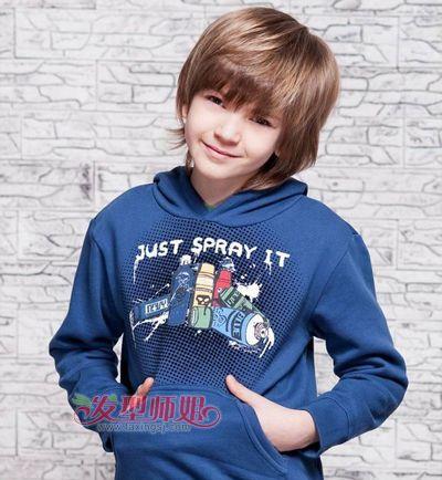 小男孩哪样的短发发型帅 流行的小男孩发型 发型师姐