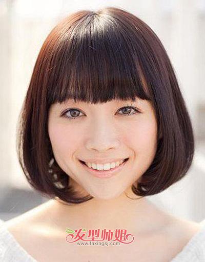 july 分享到  这是一款相对常见的发式造型,整齐的平刘海遮挡女孩子图片