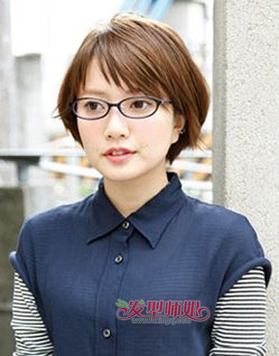 圆脸 带 眼镜女孩适合的 短发 戴 眼镜女生圆脸 短 高清图片
