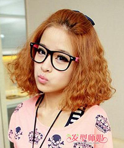 圆脸带眼镜女孩适合的短发 戴眼镜女生圆脸短发(2)图片