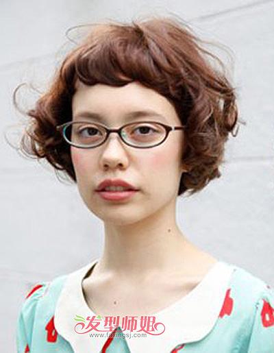 圆脸带眼镜女孩适合的短发