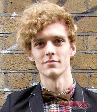 男生英伦风卷烫短发-卷发男生适合搭配什么衣服 男生小波浪卷发发型