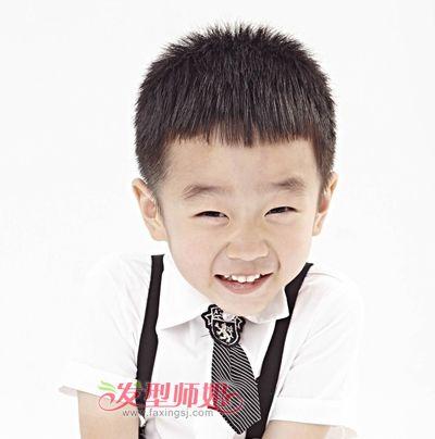 2岁男童时尚发型 2岁男宝宝的时尚发型图片图片