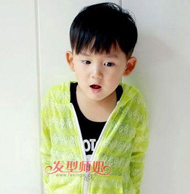 发型设计 儿童发型 >> 男孩清爽蘑菇头发型图片 小孩蘑菇头短发发型(3