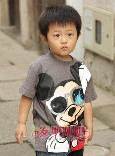 小男孩6岁梳平头发型图片