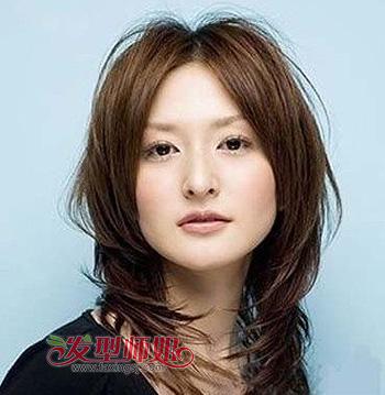 方块脸适合什么样的发型 方形脸下巴尖点适合什么中长发发型(4)图片