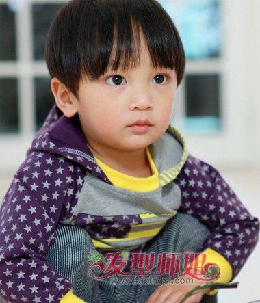 小男孩少发量西瓜头短发-今年流行的男童发型 帅气男童西瓜头发型