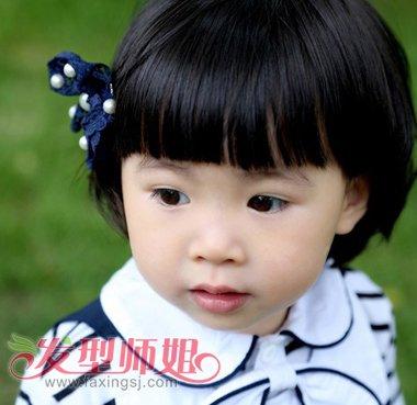 小孩是蘑菇头怎么绑头发 4岁小女孩蘑菇头绑头发_发型图片