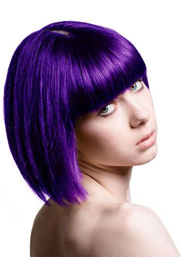 也没有给头发做相应的蓬松电发处理,从脸颊两边的头发开始做起,电发